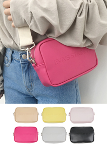 66GIRLSLettering Detail Rectangular Crossbody Bag