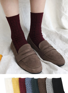 66GIRLSSolid-Tone Cable Knit Socks