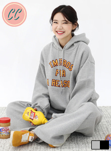 66GIRLS[SET] Graphic Print Loose Fit Hoodie and Joggers Set